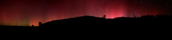 """Aurora australis panorama"". Licensed under GFDL 1.2 via Wikimedia Commons -"
